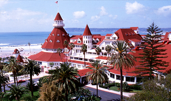 Built In The Late 1888 Hotel Del Coronado Is Considered A Luxury Beach Resort And Por Honeymoon Destination For Thousands Of S